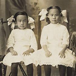 Photograph of Lee Wai Shee and Children