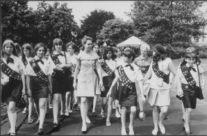 Julie Nixon Eisenhower With A Group Of Girl Scouts