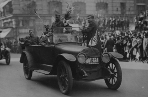 African American Soldiers in an Automobile